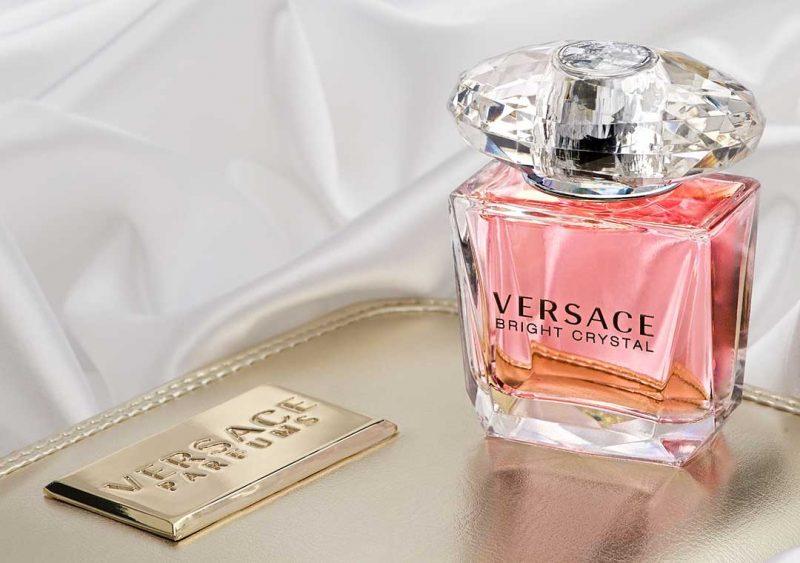 Nước hoa Versace Bright Crystal của Ý có mùi hương nhẹ nhàng, nữ tính
