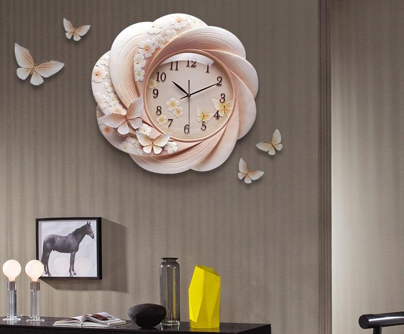 Đồng hồ phù điêu hoa bướm mùa xuân