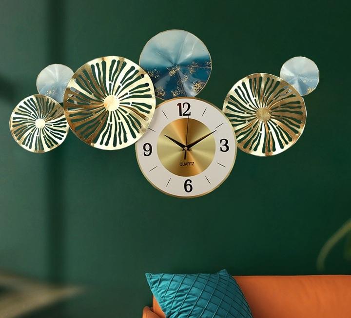 Đồng hồ phù điêu lá đồng đẹp