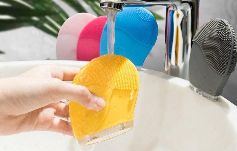 Máy rửa mặt Halio có 5 màu