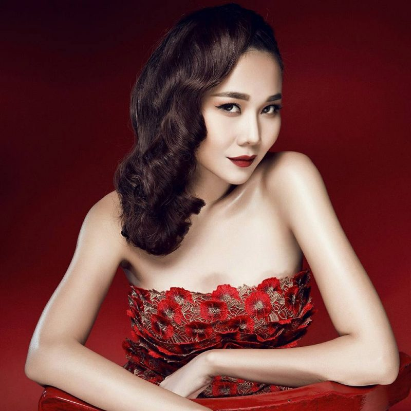 Thanh Hằng có gương mặt đẹp và sắc xảo