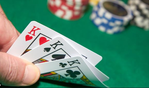 Bài cào - Cách chơi bài nhanh và nhiều người cùng lúc rất được yêu thích