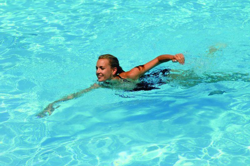 Bơi lội rất tốt cho cơ thể chị em