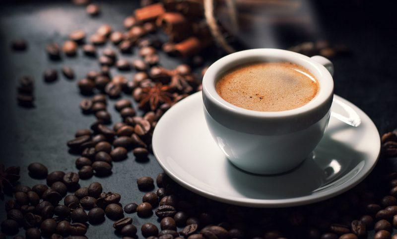 Uống cafe mỗi ngày - cách làm giảm vòng 1 tự nhiên