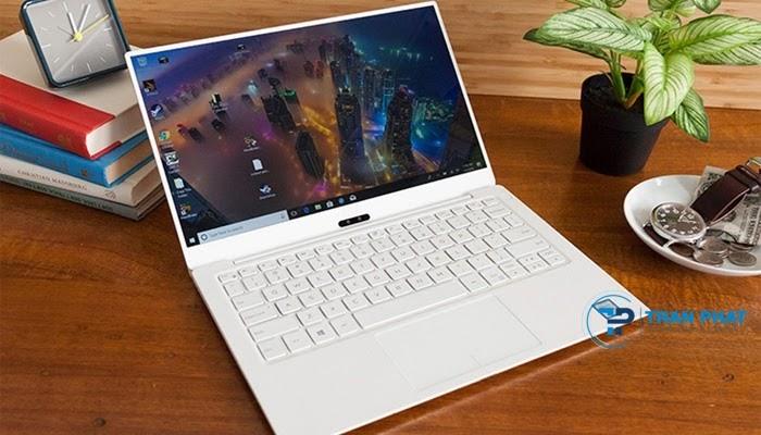 Dell XPS 13 9370 có màn hình 13.3 inch với chiều dài máy chỉ tầm 30cm