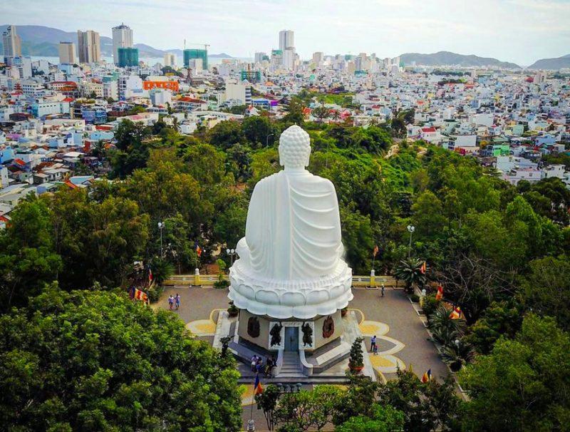 Đến Long Sơn du khách thể ngắm toàn cảnh thành phố Nha Trang từ trên cao